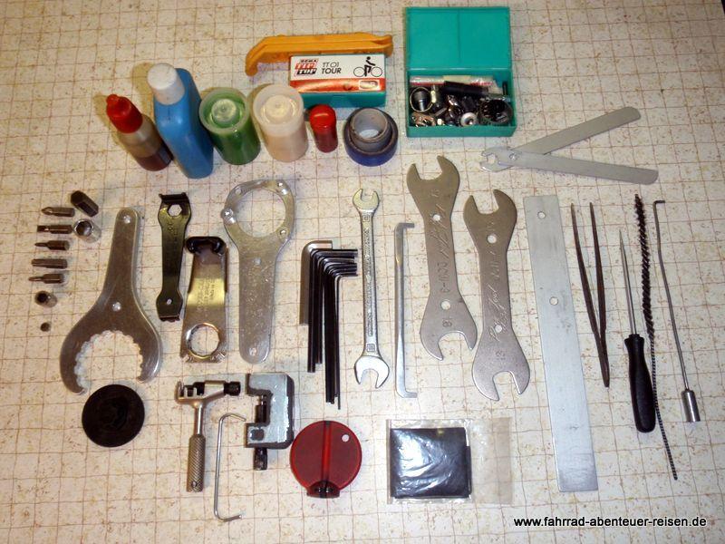 fahrrad werkzeug auf radreisen fahrradtour f r reparatur. Black Bedroom Furniture Sets. Home Design Ideas