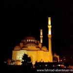 Moschee bei Nacht