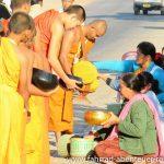 Bettelgang buddhistischer Mönche