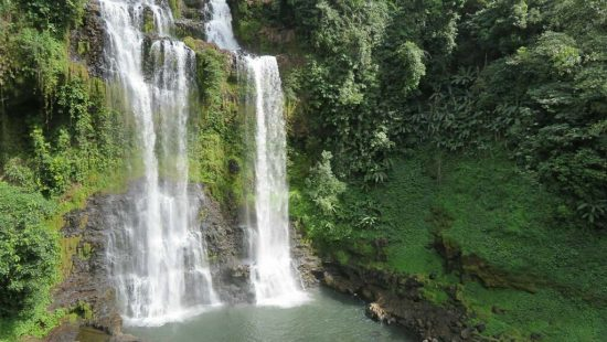 Der Tad Gneuang Wasserfall in Laos