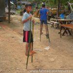 Bambus-Stelzen