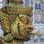 Garuda in einem Tempel vor Rayon