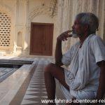 Inder im Tempel