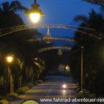 Zufahrt zur Ubudiah Moschee
