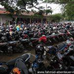 typisch für Indonesien: Motorroller ohne Ende