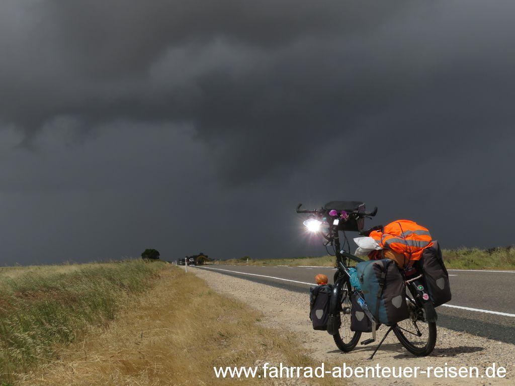Radfahren bei Regen – Tipps für Kleidung, Fahrrad und Sicherheit