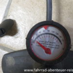 Manometer an der Luftpumpe